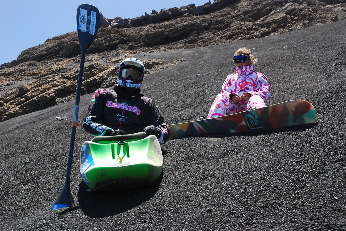 eric deguil dévale le volcan gojo en kayak